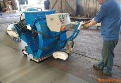 东营客户购买的移动式抛丸机清理钢板铁锈